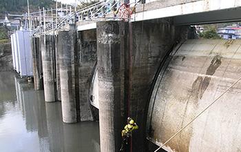 ダムの点検・洗浄